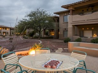 Comfortable condo with a shared hot tub, pool, gym, and onsite golf course!