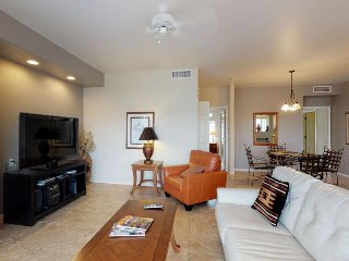 Comfy, updated condo with a shared pool, hot tub, onsite golf, and free WiFi!