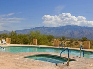 Dog-friendly home w/ shared pool, hot tub - on-site golf & spectacular mtn views