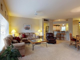 Comfy dog-friendly condo with a shared hot tub and pool - golf onsite!