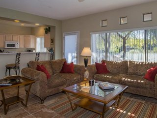 Dog-friendly condo w/ patio, shared pool, hot tub, and gym. Golf onsite!