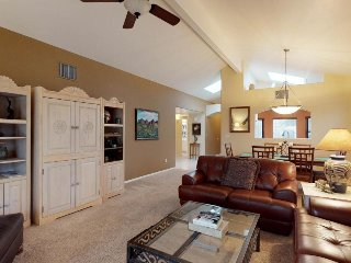 Mountain view townhome w/ patio & shared pool/hot tub - 2 dogs welcome!