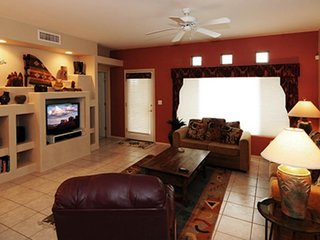Spacious condo w/ shared pool/hot tub, onsite golf, patio, & lovely views