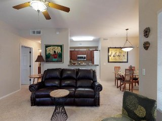Bright, comfortable condo w/shared pool & hot tub - near golf & park, dogs ok!