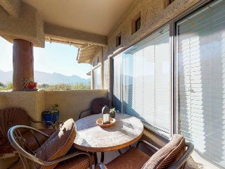 Stylish condo with a shared pool, hot tub, golf onsite, & lovely mountain views!