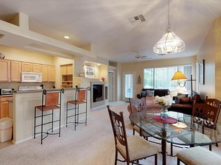 Resort condo w/ shared pool, hot tub, and great location by mountains & golf!