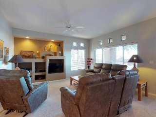 Comfortable Southwestern-style condo with shared pool, hot tub, and golf onsite!
