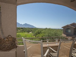 Second-floor casita with a shared pool and hot tub, golf onsite!