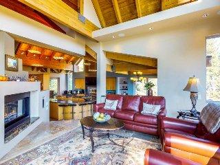 Multi-level dream home w/ private hot tub & shared pool - close to lake & skiing