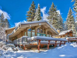 Beautiful, spacious home on golf course - near skiing and the lake!