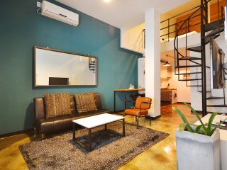 Coolest Apartment in Seoul, Stylish Duplex Loft / Jongno / SNUH (D303)