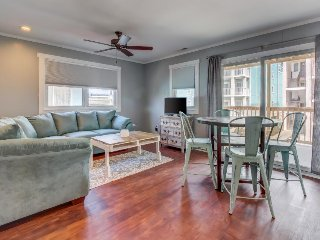 Ocean view condo w/ shaded deck - half a block to the beach, restaurants & more!