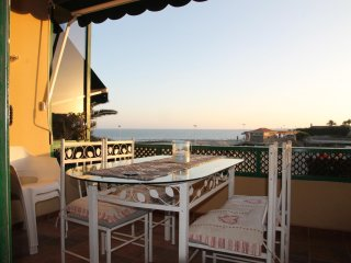 Nice Apartment direct on the beach of San Agustin