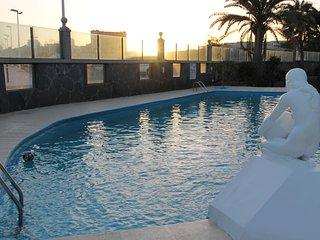 Nice Apartment direct on the beach of San Agustin