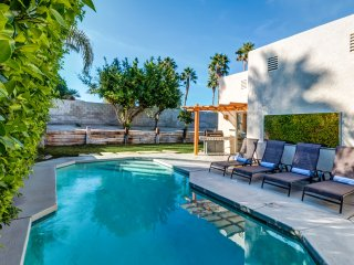 Minutes away from Palm Springs...Spacious home