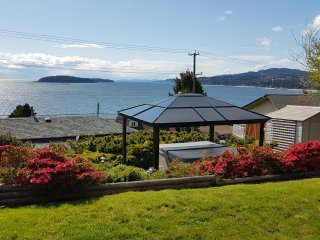 Blue Waters Cottage - Hot Tub, Ocean View!