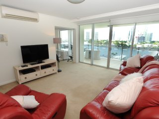 Vibrant Three-Bedroom Suite in Surfers Paradise