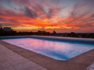 FIRST  LINE OF SEA WITH  HEATED  POOL  ,WIFI ,BBQ,