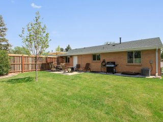 Lovely Remodeled Duplex Near Downtown, 4 Bed, 2 Bath, Private Yard, Gas Fire Pit