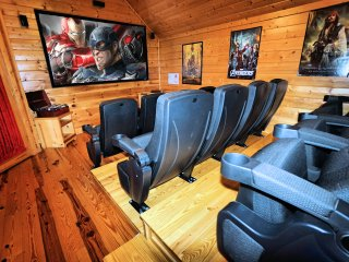 Bigfoot Crossing - Private Owners, Theater, Game Room, Hot Tub, Walk to pool