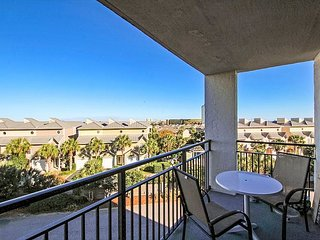 Updated 3BR Condo Across From Beach ~ Free WiFi & Cable TV!