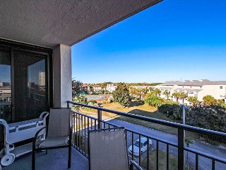 Updated 3BR/2BA Condo Across From Beach~Winter & Holiday Rates Slashed!