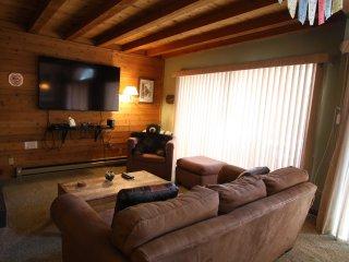 One Bedroom, Loft, in Quiet Complex Near Town, Sleeps 6!
