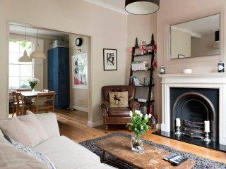 Semi-open plan living room/kitchen