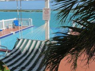 Aqua View Villa, Stunning Pool, Waterfront-  Book NOW !!