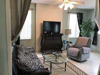 Large Unit-Cozy Family room-Queen Sleeping Sofa bed (memory foam mattress)-Flat screen TV