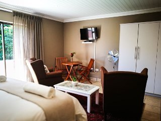 Garden Route Island Guesthouse - Bedroom 3