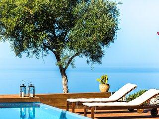 Villa Casa Di Goya - A Magical retreat overlooking Chania city and the sea!