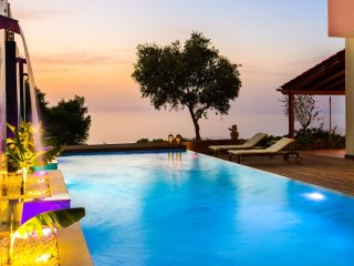 Villa Casa Di Goya - A Magical retreat overlooking Chania city and the sea!