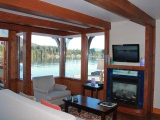 Livingroom with oceanview