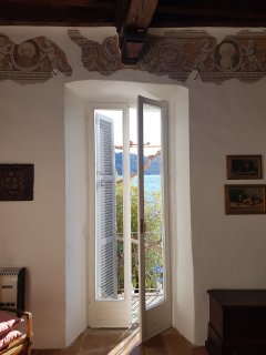 1st floor bedroom overlooking garden & lake, access to balcony.  Original fresco