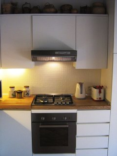 Extractor, gas hob, electric stove, toaster & water boiler. Basic necessities.