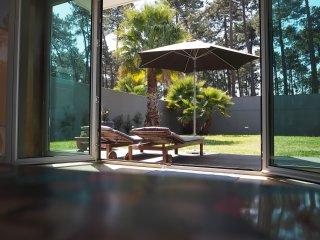 Ruhiges Ferienhaus 400 m vom Strand und mit Blick in Wald