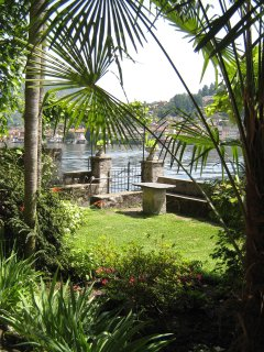 Sunny side of the lakeside garden, ideal for sunbathing, eating and swimming.