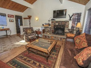 Close to SLOPES!  LAKEFRONT with Boat Dock!10ppl Gameroom Great location