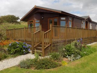 Clifftop lodge with parking at Whitsand Bay Fort