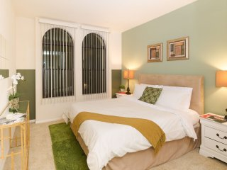 #262530 Luxurious Penthouse w/2 parking spaces
