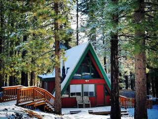 Cozy cabin w/ easy access to Pioneer Trail & HW50