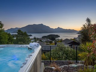 Queenscliff luxury villa in Queenstown New Zealand with hot tub