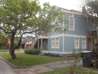 AWORLDAWAY! Casual Elegance by the Beach. Historic Home at a Prime Location