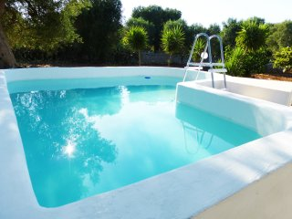 Villa Julia (Detached Villa and Separate Apartment), Pool, Sleeps 8, Near Beach!