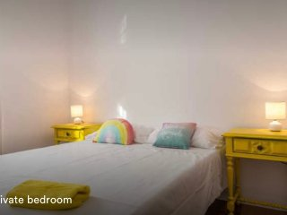 Cool yellow Bedrom with patio near IST - Engineering University