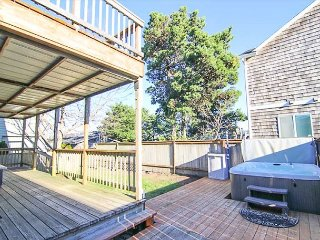 Immaculate Home Close to Beach and Estuary. Has Hot Tub and More!