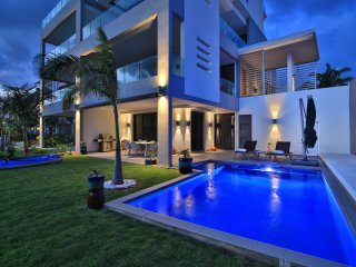 Waterfront modern with private pool and kayaks to explore