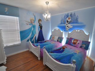 New for 2018-6 bed Villa, Themed Rooms, South Pool, Kids pool & hot tub, Disney