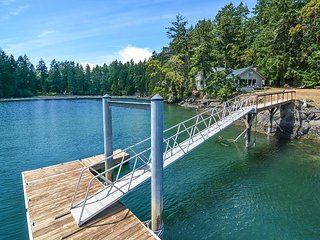 Rocky Bay Retreat - Large, Spacious Waterfront Home with 32' Dock. Incredible!